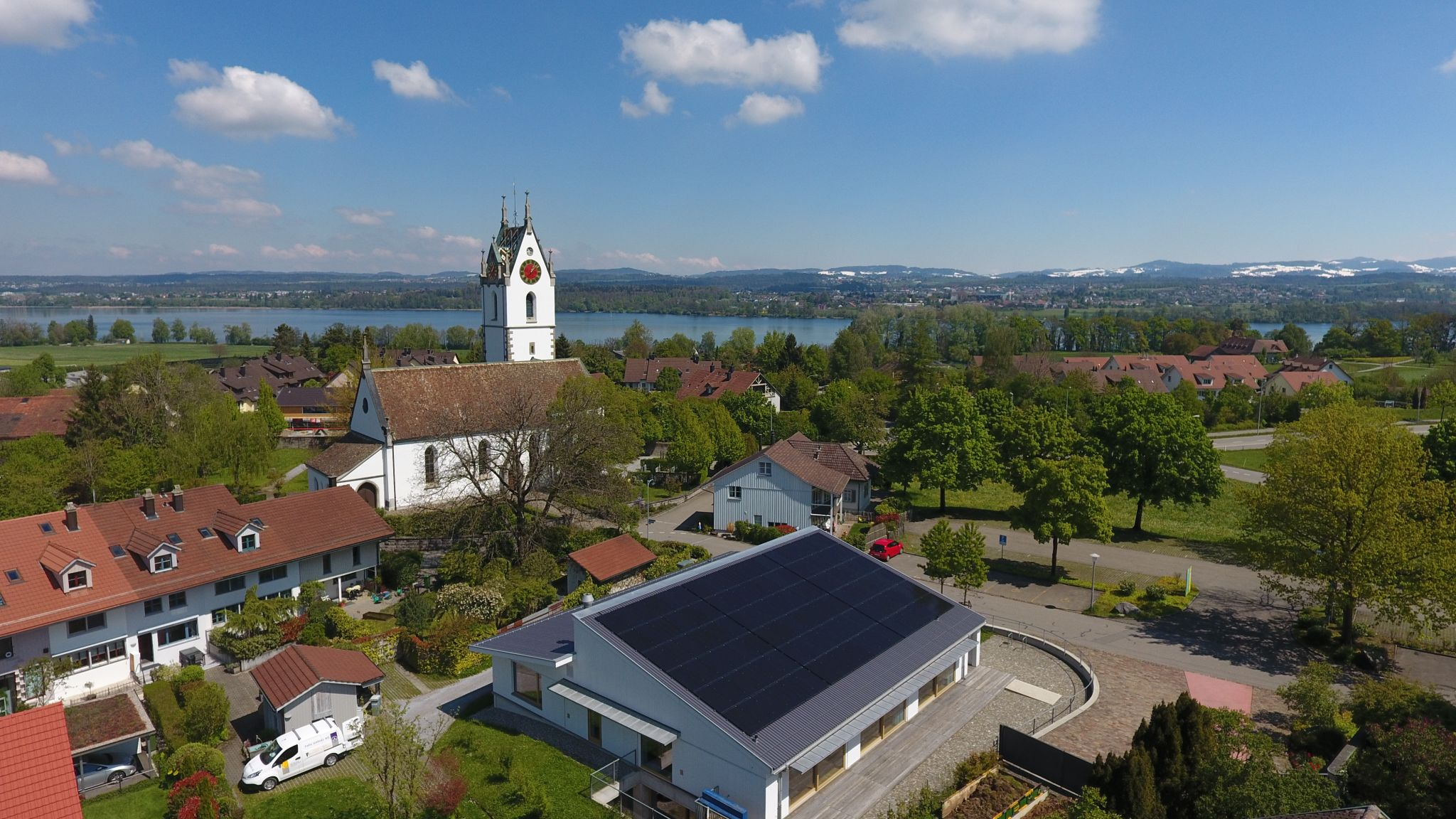Luftaufnahme Solaranlage Kirchgemendehaus Kreuzbühl