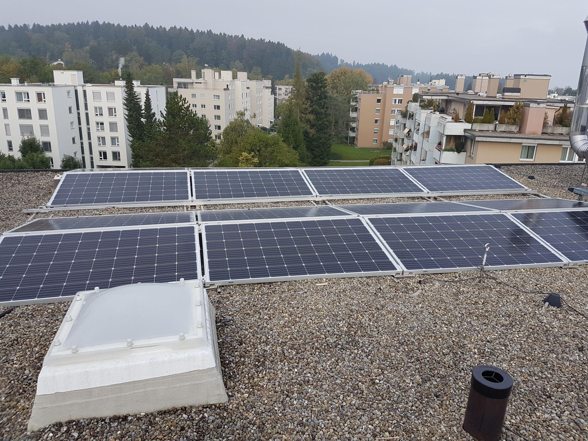 Photovoltaik auf Mehrfamilienhaus, In der Gand 4 Zumikon