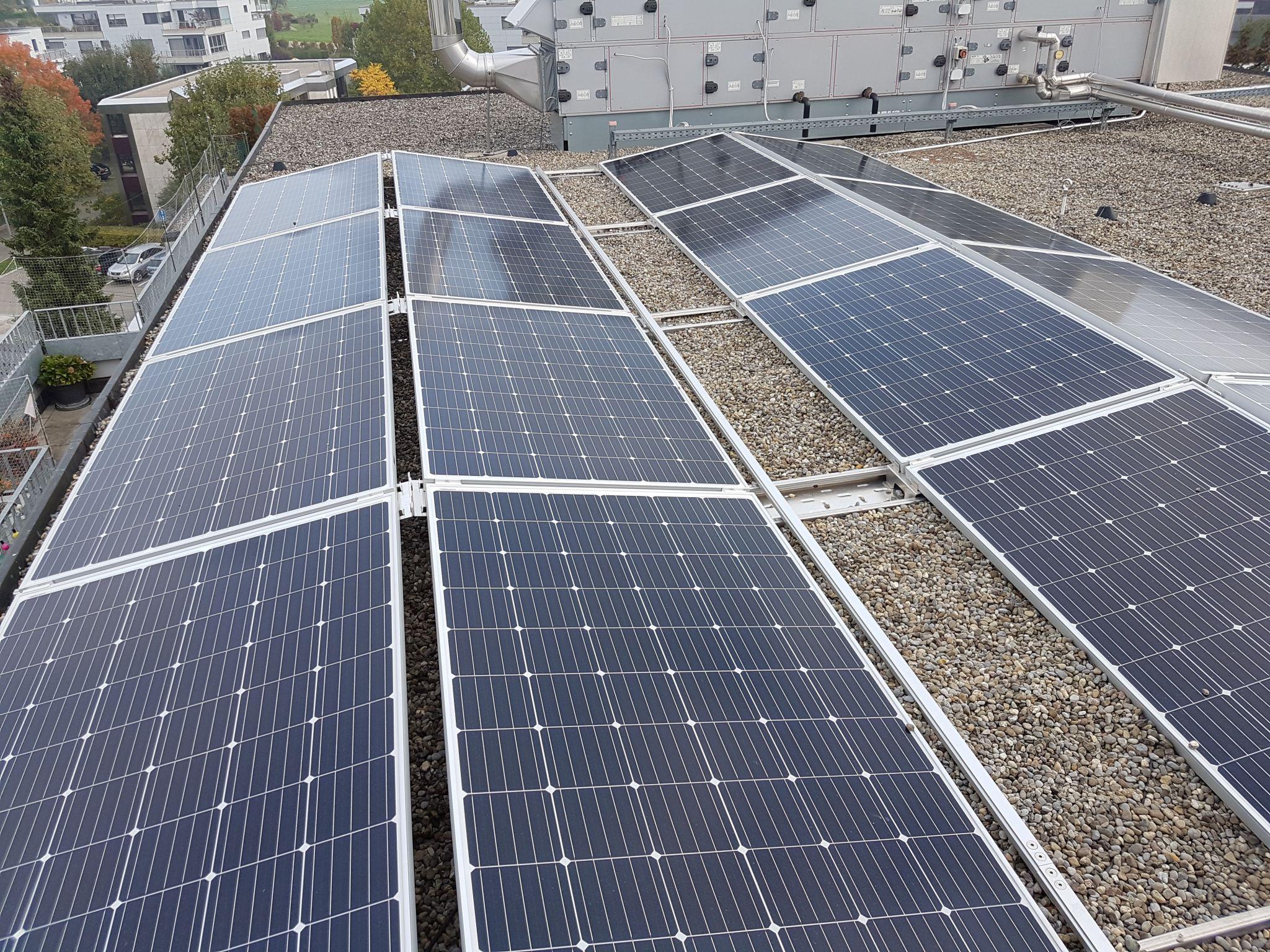 Photovoltaik auf Mehrfamilienhaus