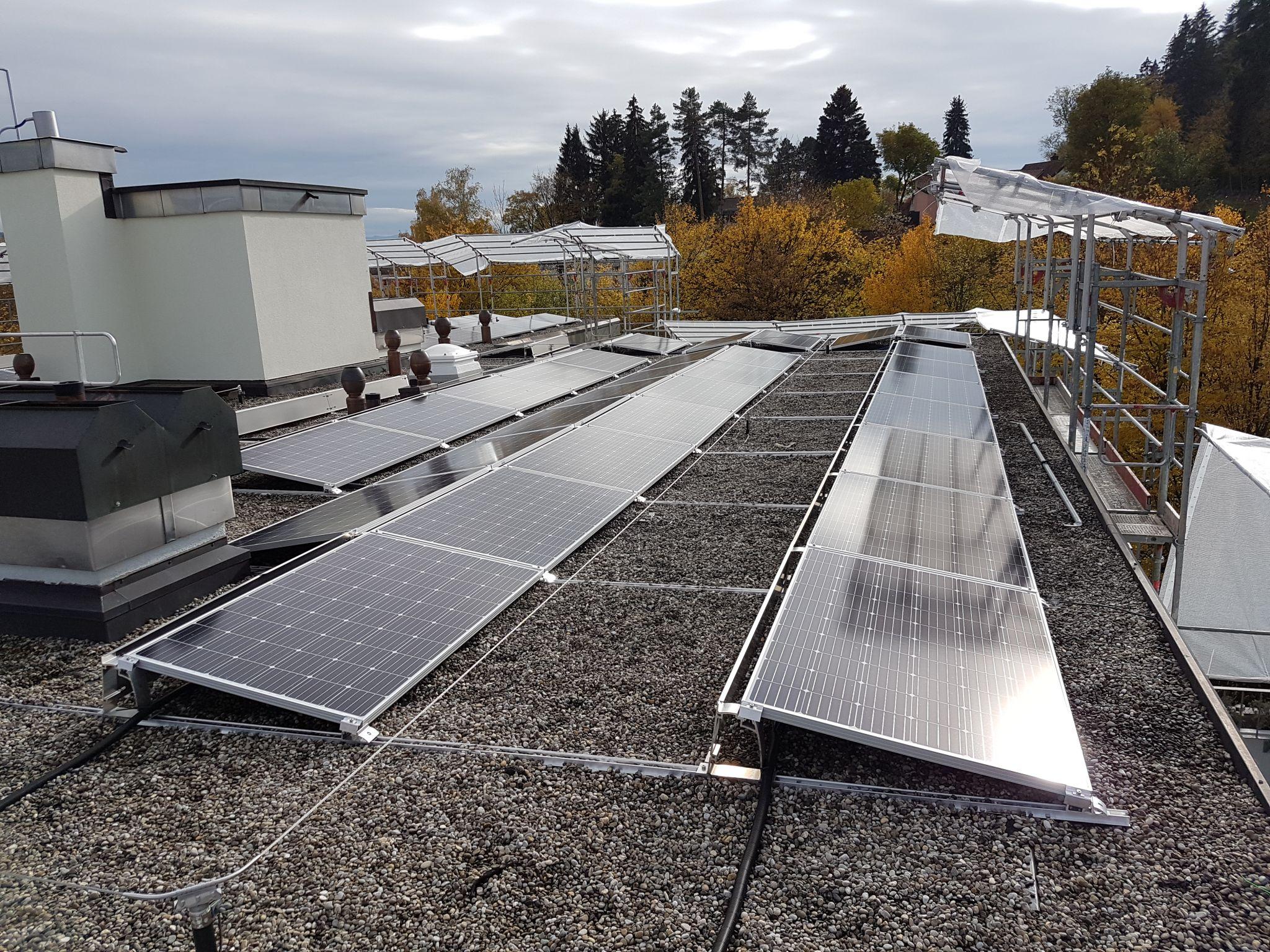 Von der Ausschreibung bis zur Inbetriebnahme für die Solargenossenschaft Zumikon Zürich