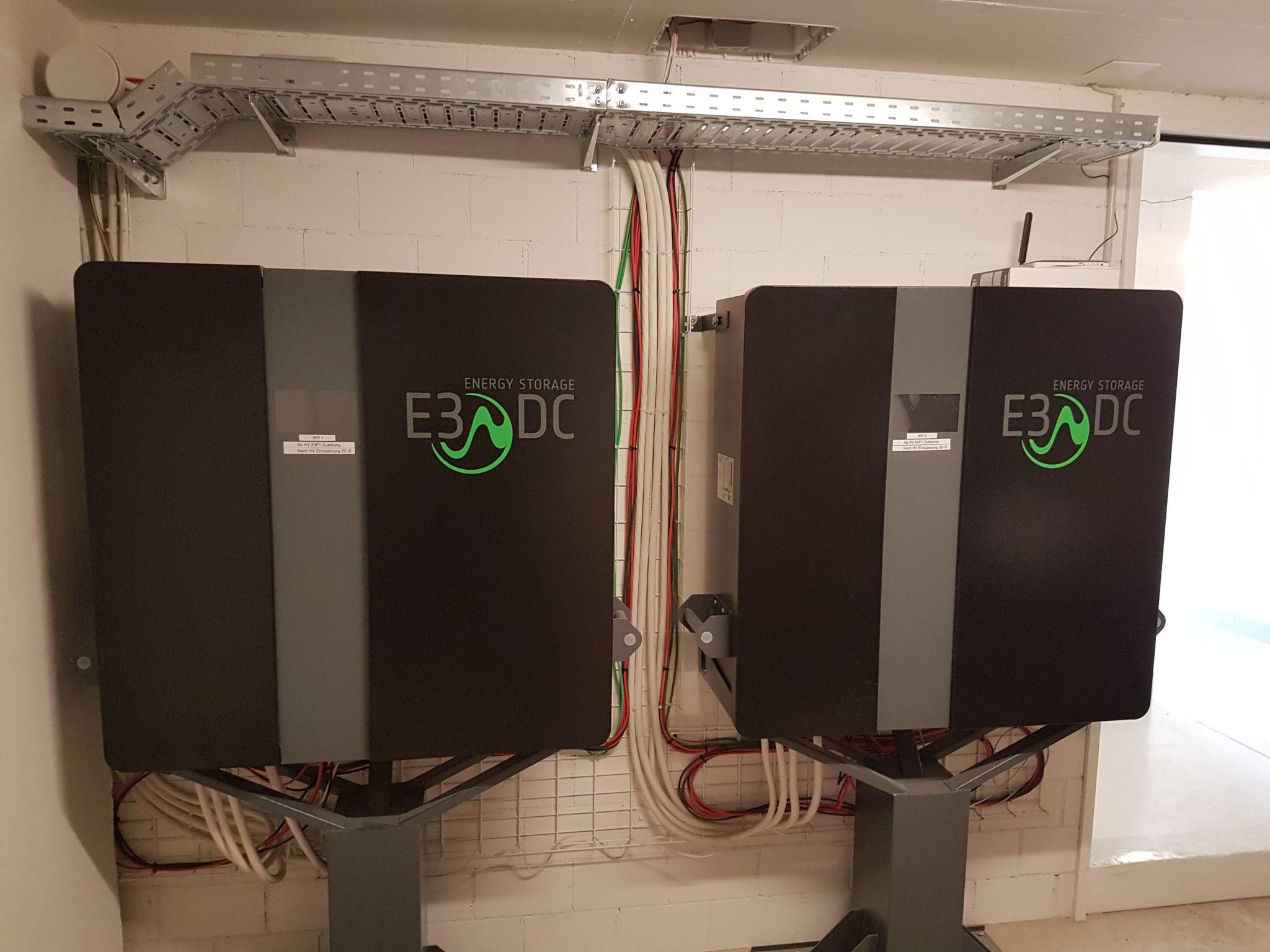 Stromspeicherung mit zwei Batterien